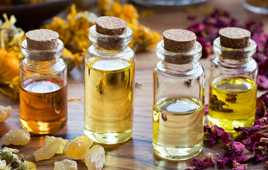 5 Must-have Essential Oils for Monsoons
