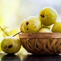 4 Amazing Ways Amla Helps You Get Lustrous, Strong Hair
