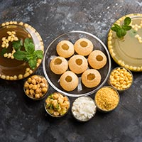 Thele Wali Chaat: Try These Scrumptious Street Style Desi Snack Recipes At Home This Weekend