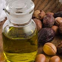 5 Ways Moroccan Argan Oil Helps Beat Signs Of Aging