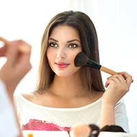 Make-Up For Teens: Is It Safe & Things To Know