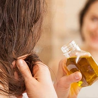 Natural Oils Are A Great Way To Control Frizzy Hair