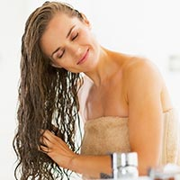 Sweaty Scalp: 3 DIY Home Remedies For Healthy, Luscious Hair