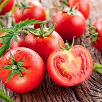 5 Health Benefits of Juicy, Red Tomatoes