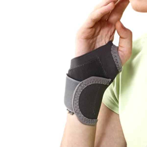 Tynor Wrist Brace with Thumb (One Size Fits All) (E 06)
